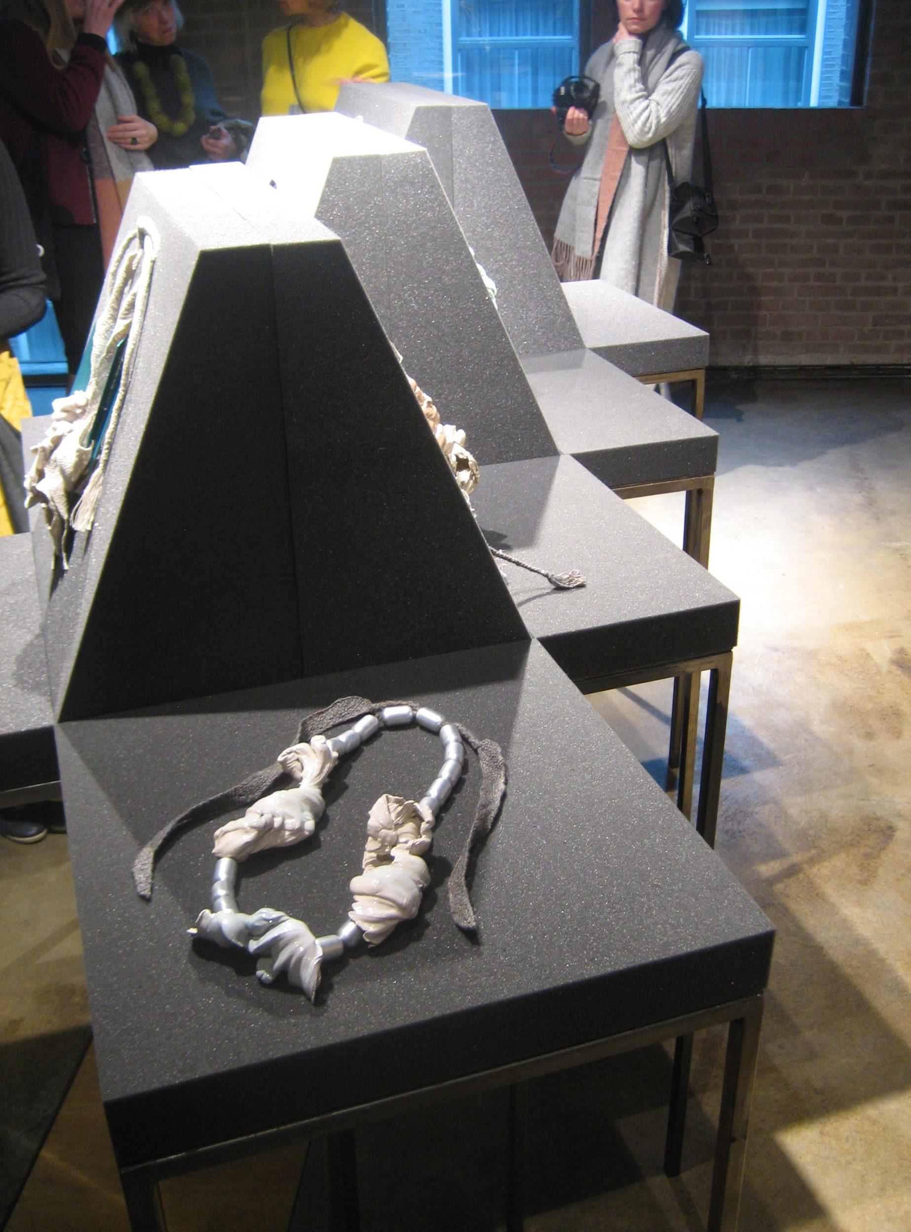 Ineke Heerkens in Galerie Marzee, januari 2018, textiel, keramiek, tentoonstelling
