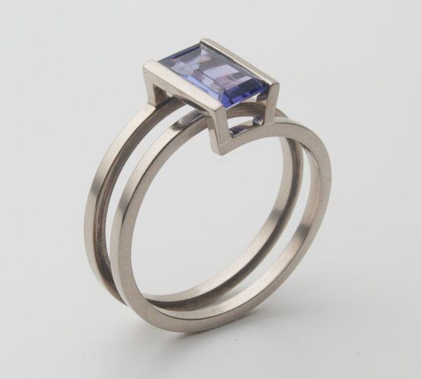 Cécile van Eeden, Helix, ring. Foto met dank aan Cécile van Eeden©