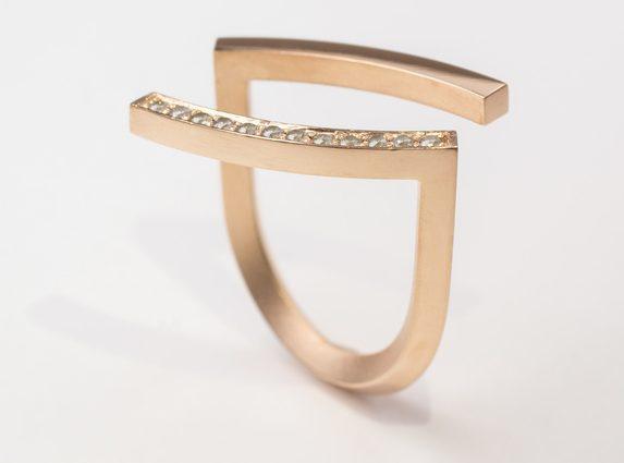Cécile van Eeden, Bow Remake, ring. Foto met dank aan Cécile van Eeden©