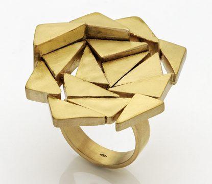 Gigi Mariani, Labyrinth in gold, ring. Foto met dank aan Gigi Mariani©