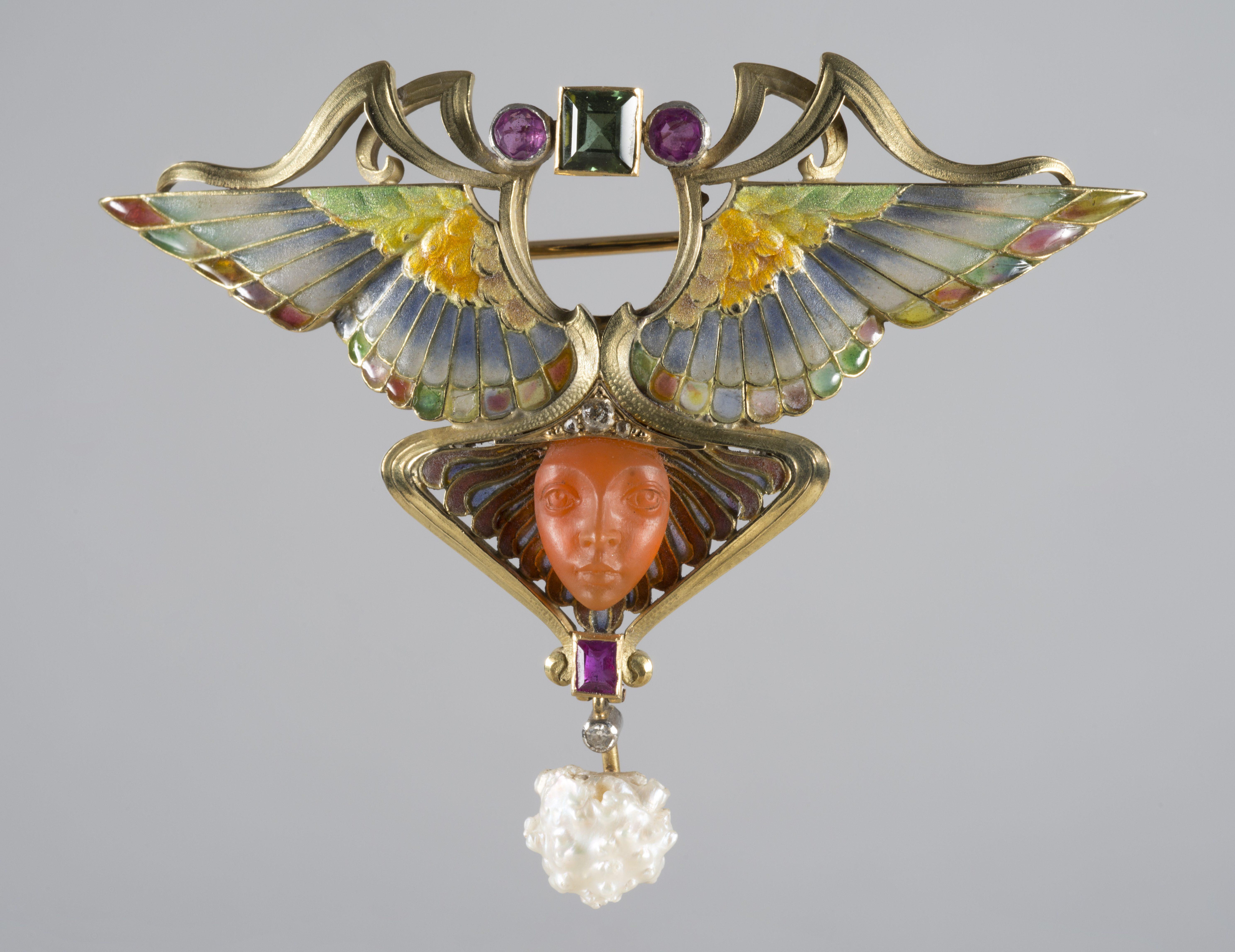 Philippe Wolfers, Nikè, broche/hanger, 1902. Collectie Koning Boudewijnstichting, foto Jubelparkmuseum, metaal, stenen, email, parel