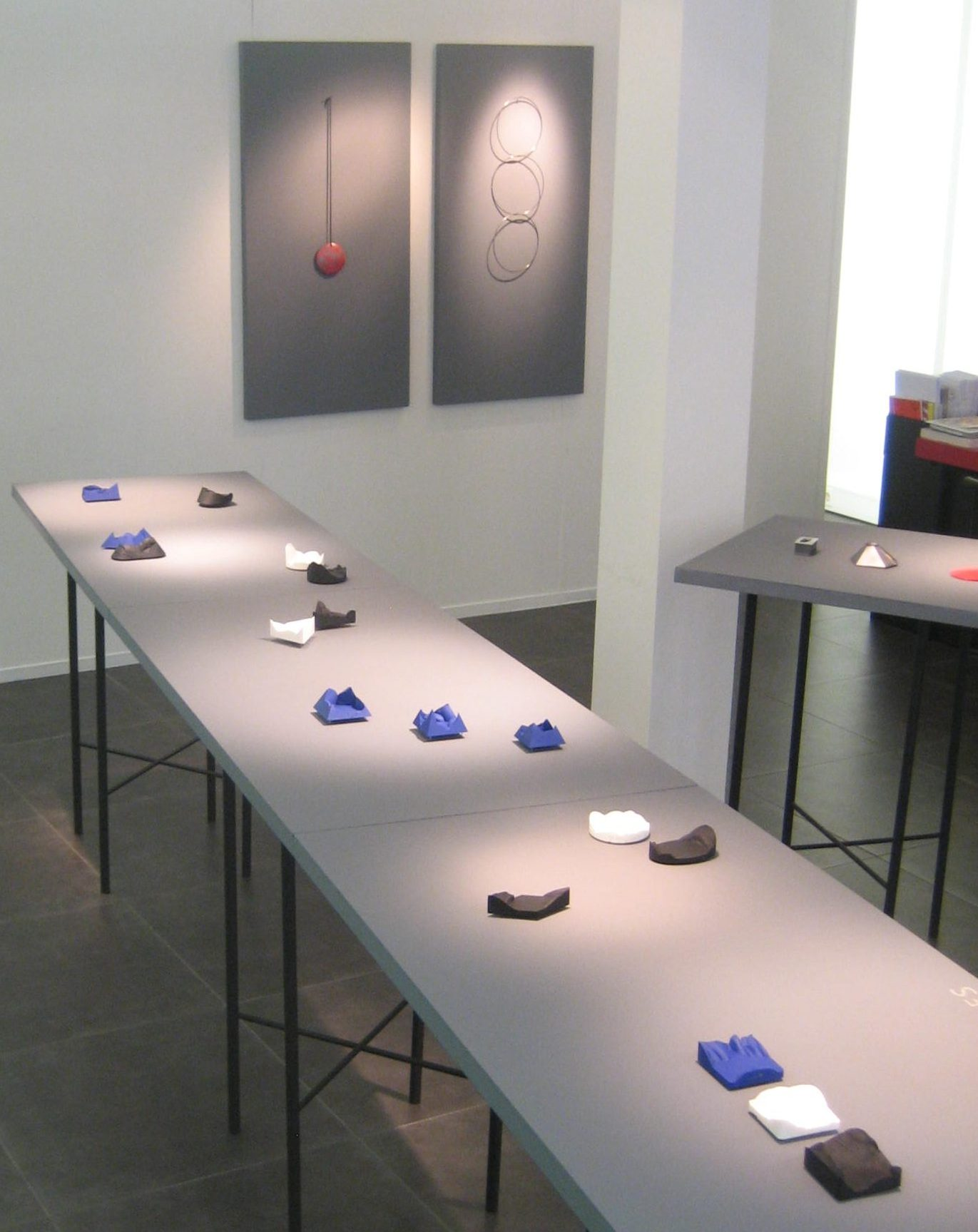 Patrícia Domingues, Galerie Ra, juni 2018, tentoonstelling, broches, halssieraden, Thérèse Hilbert, metaal, gereconstrueerd steen