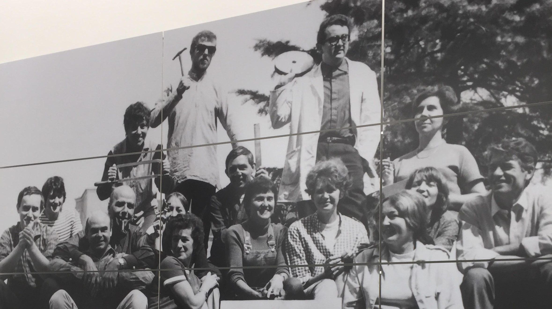 Groepsfoto van de deelnemers aan het symposium Jablonec '68. Foto met dank aan Louise Smit