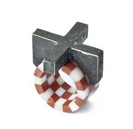 Ulrich Reithofer, Harlequin Ring - Cross, ring, 2012. Foto met dank aan Galerie Marzee©