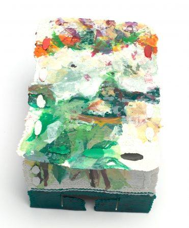 Shelley Norton, Boxed 2, broche, 2018. Foto met dank aan Ornamentum Gallery, Caryline Boreham©