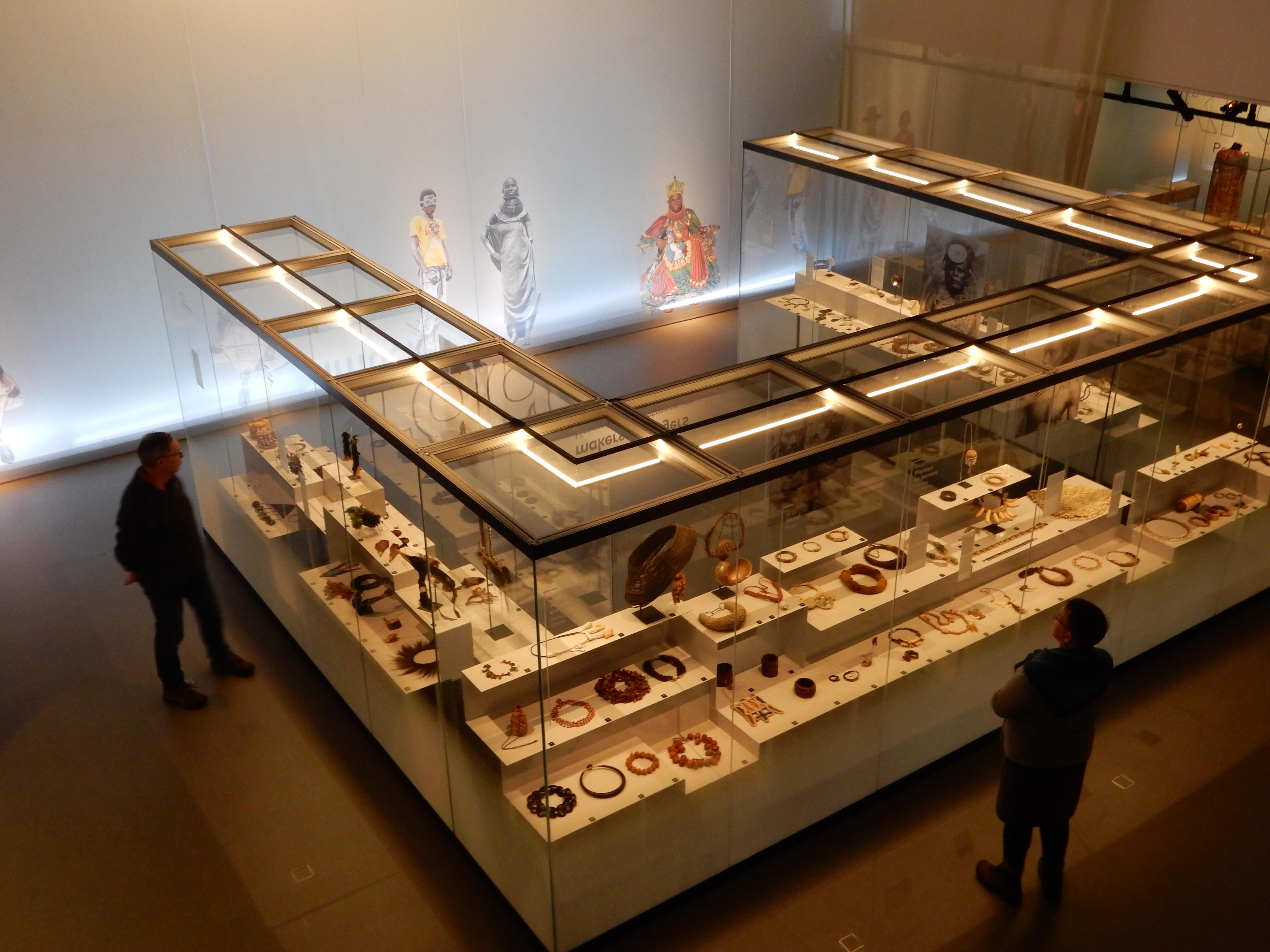 Sieraden, makers en dragers, Afrika Museum, Berg en Dal. Foto met dank aan Coert Peter Krabbe, 2018, CC BY 4.0