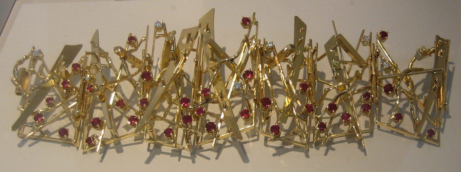 Anneke Schat, Flashing Glitter, armband, 2014. Museum Van der Togt, februari 2019. Foto Esther Doornbusch, CC BY 4.0