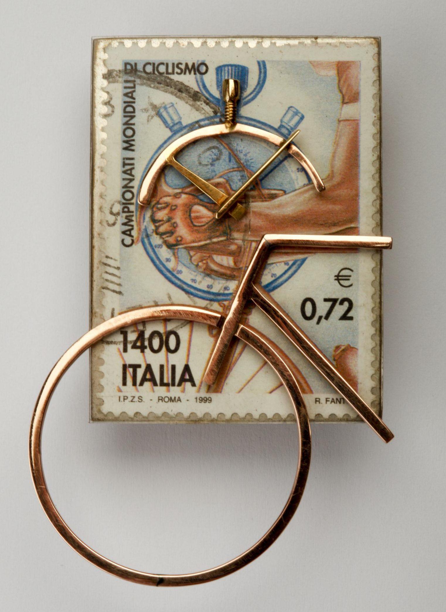 Karel Betman, Going Dutch, broche, rood goud, zilver, postzegel, gegomd papier, drukwerk