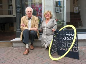 Karel Betman en Martha Haveman voor de galerie, 2010. Foto met dank aan Galerie Beeld & Aambeeld©
