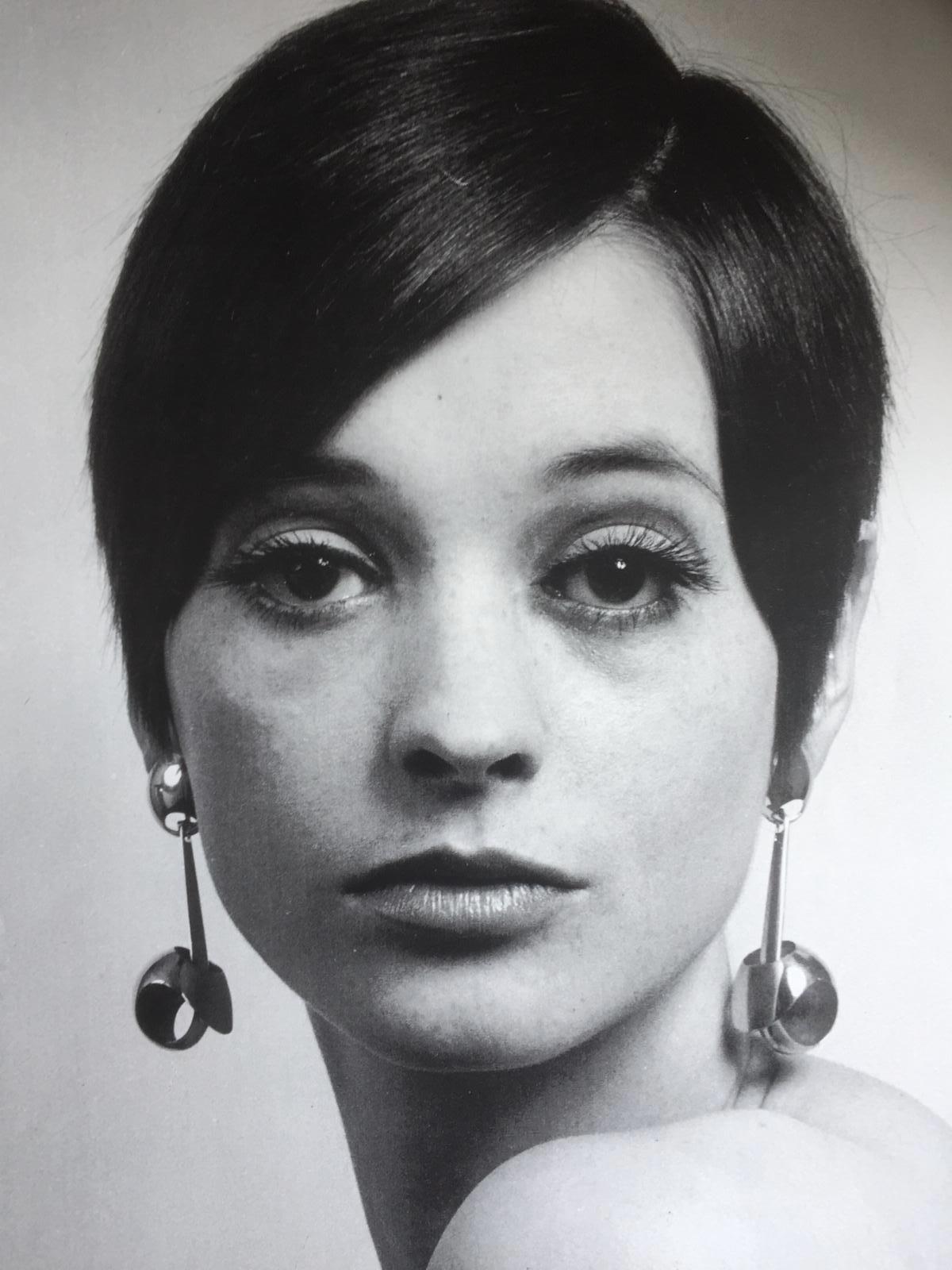 Bernard Laméris, Andrea, oorsieraden, 1964. Foto Rinus van Schie, goud