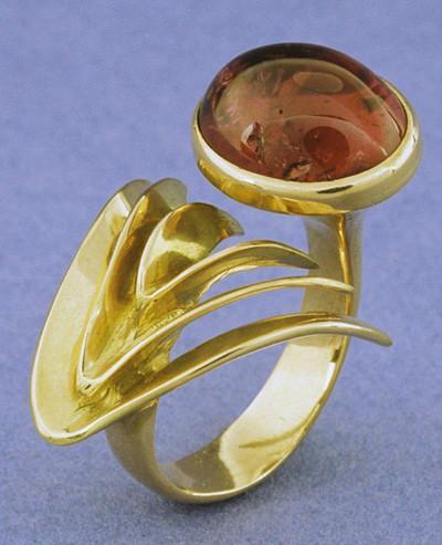 Bernard Laméris, Palme, ring, 1980. Foto Rinus van Schie, goud, rode toermalijn