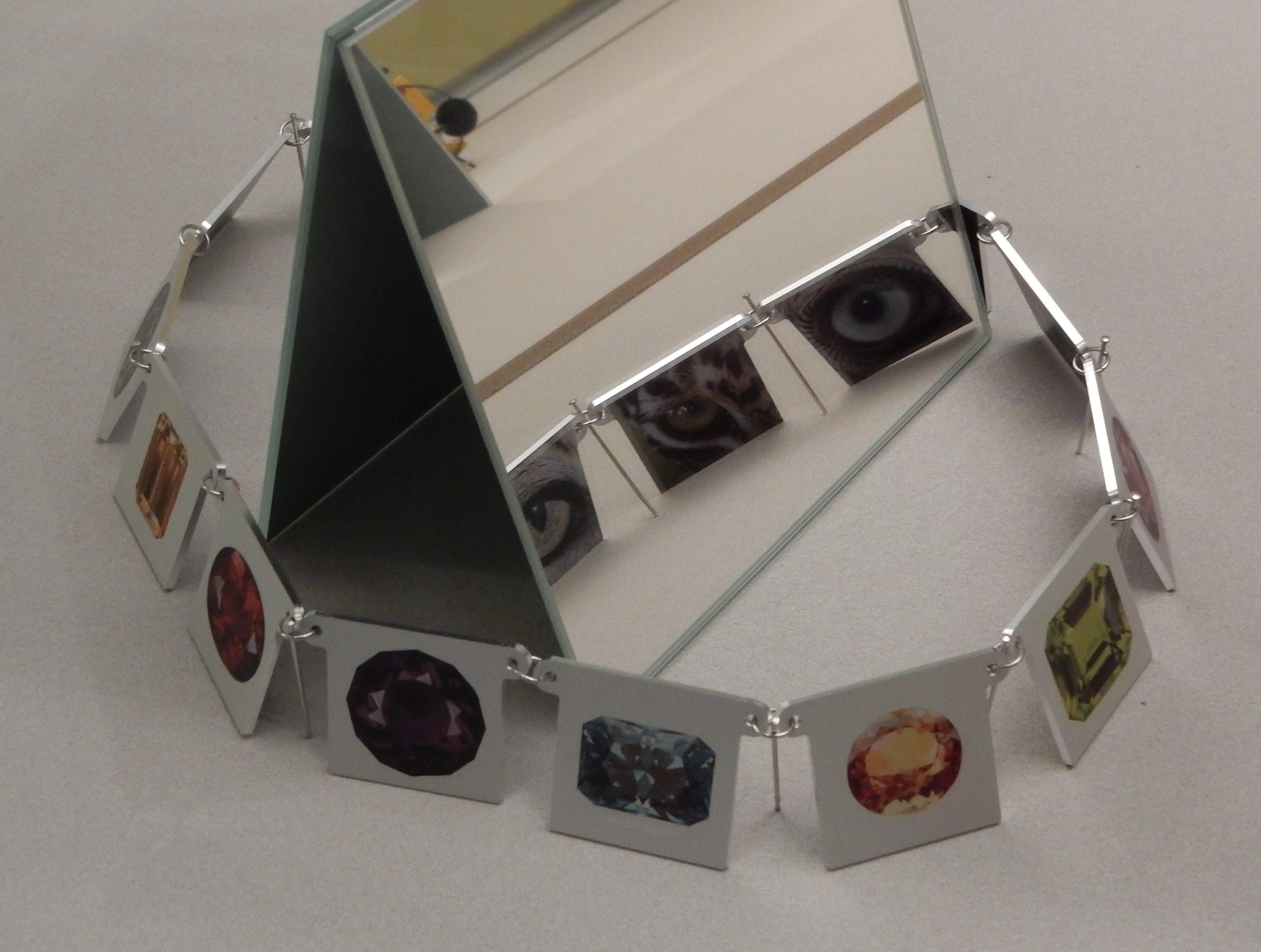 Herman Hermsen, Tales of Diamonds, halssieraad, 2003. Collectie CODA, CO00701, tentoonstelling, halssieraad, metaal