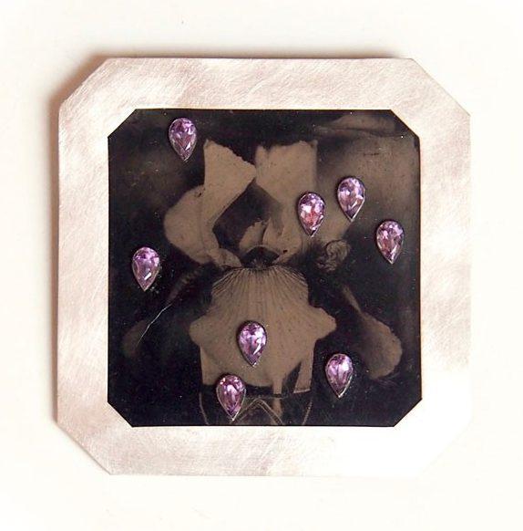 Bettina Speckner, broche, metaal, stenen