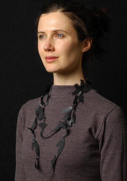 Mirei Takeuchi, halssieraad. Foto met dank aan Galerie Wittenbrink©