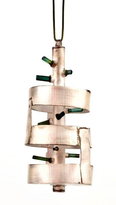 Estela Saez Vilanova, halssieraad, 2019, zilver, toermalijnen
