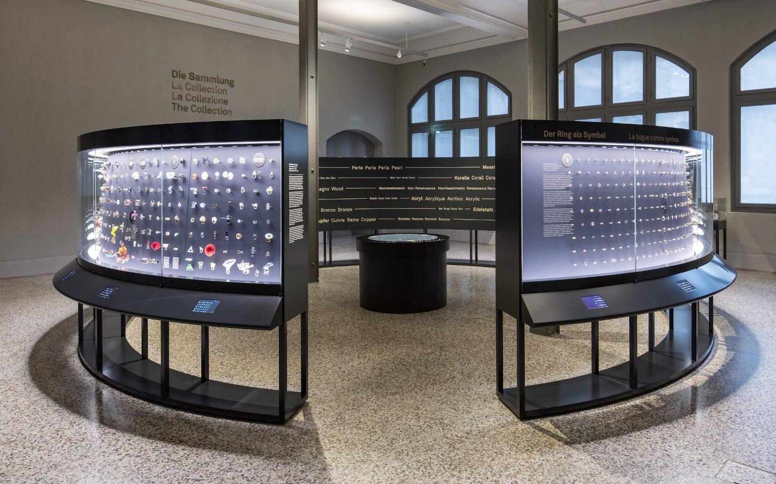 Koch Collection, Schweizerisches Nationalmuseum, 2019. Foto Schweizerisches Nationalmuseum, vitrines, vaste opstelling