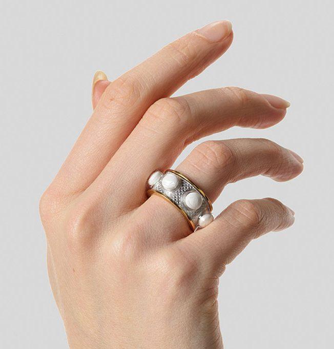 Eva van Kempen, One condition, ring, 2018. Foto met dank aan Eva van Kempen, Hugo Rompa©
