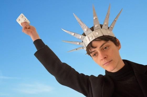 Eva van Kempen, kroon van abortuspillen, 2020. Foto met dank aan Eva van Kempen©