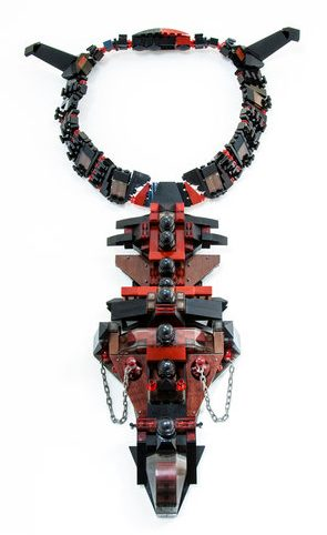 Emiko Oye, Portrait, halssieraad, 2012. Foto met dank aan Emiko Oye, LEGOstenen, laminaat, staal, zilver