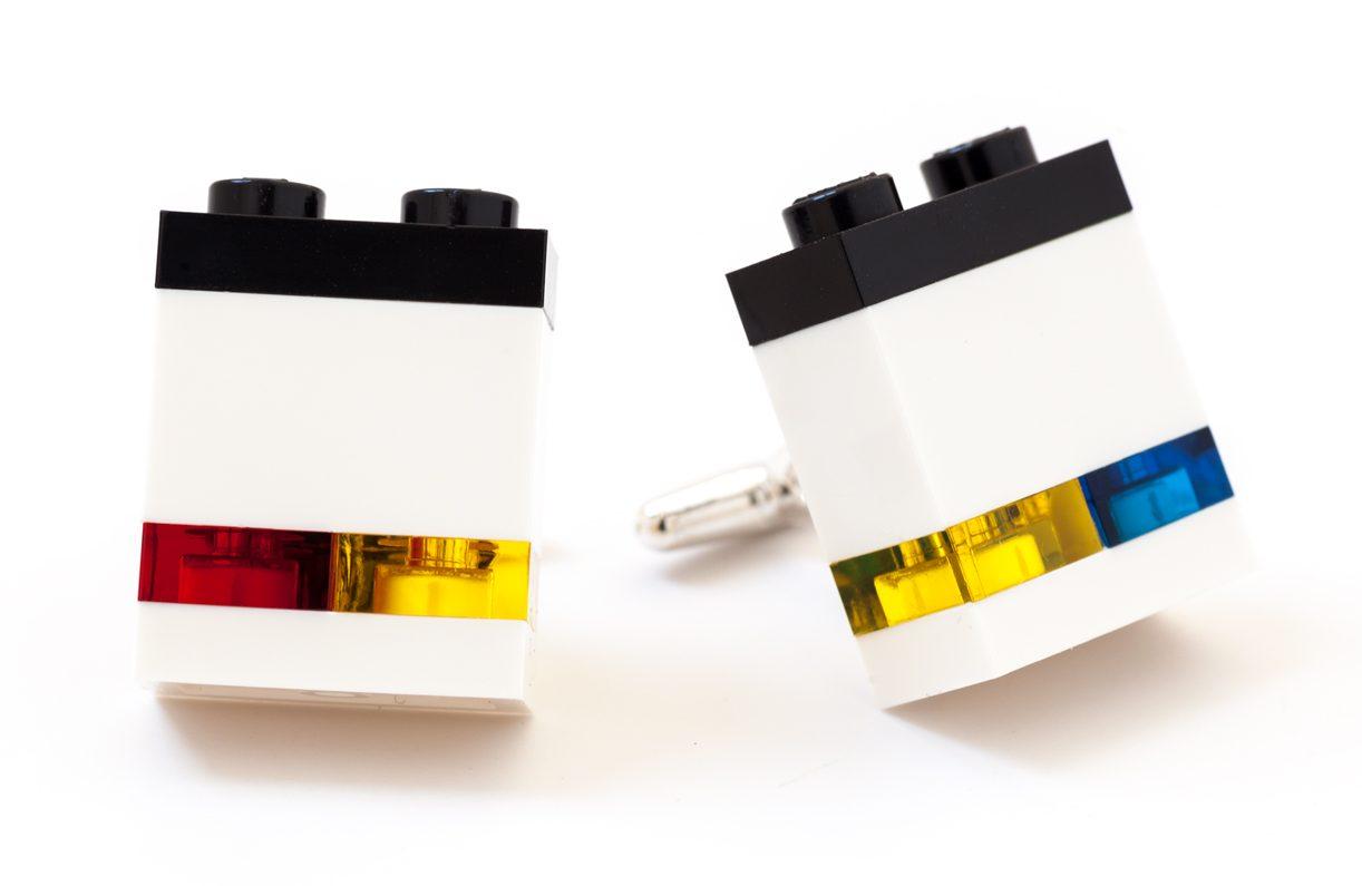 Emiko Oye, Mondrian, manchetknopen. Foto met dank aan Emiko Oye, LEGOstenen, zilver