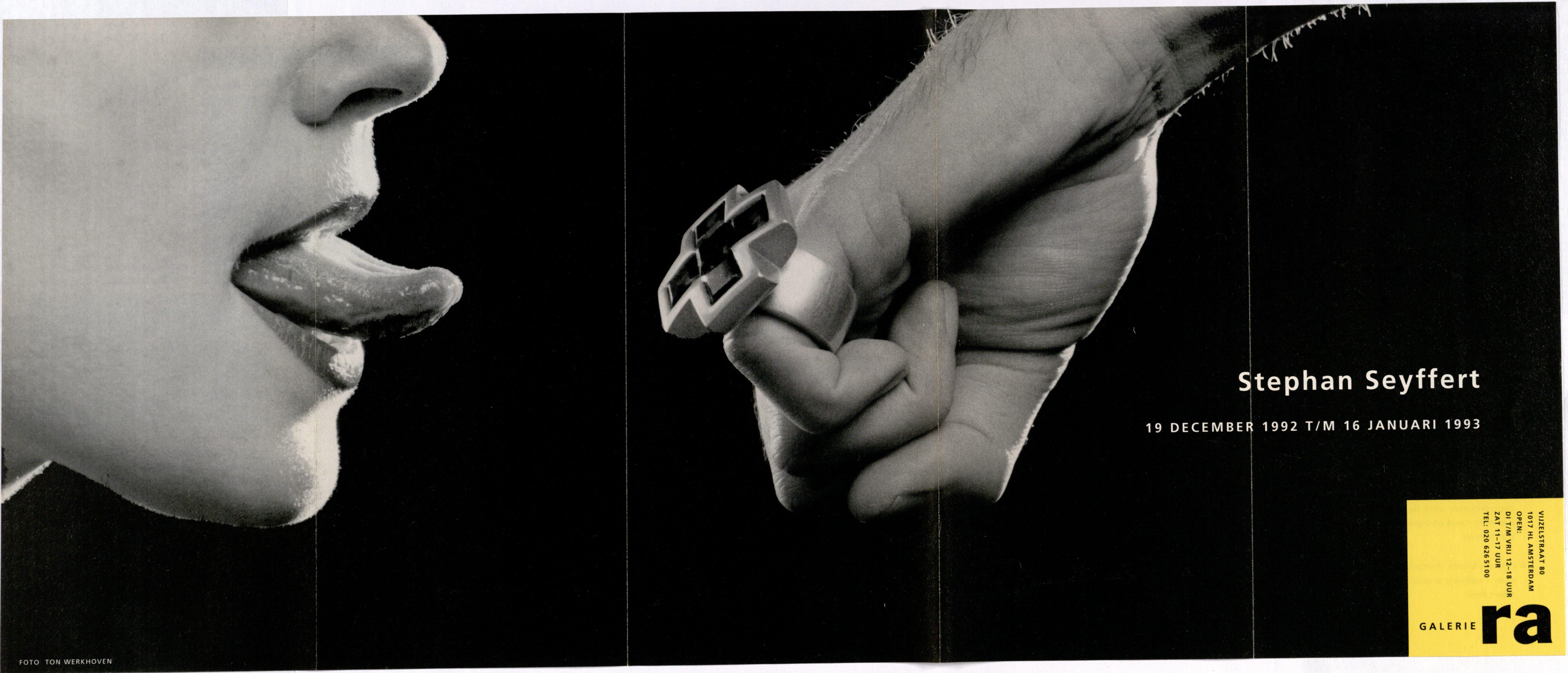 Ra Bulletin 71, december 1992, voorzijde met foto van Ton Werkhoven met ring van Stephan Seyffert, drukwerk, papier, metaal
