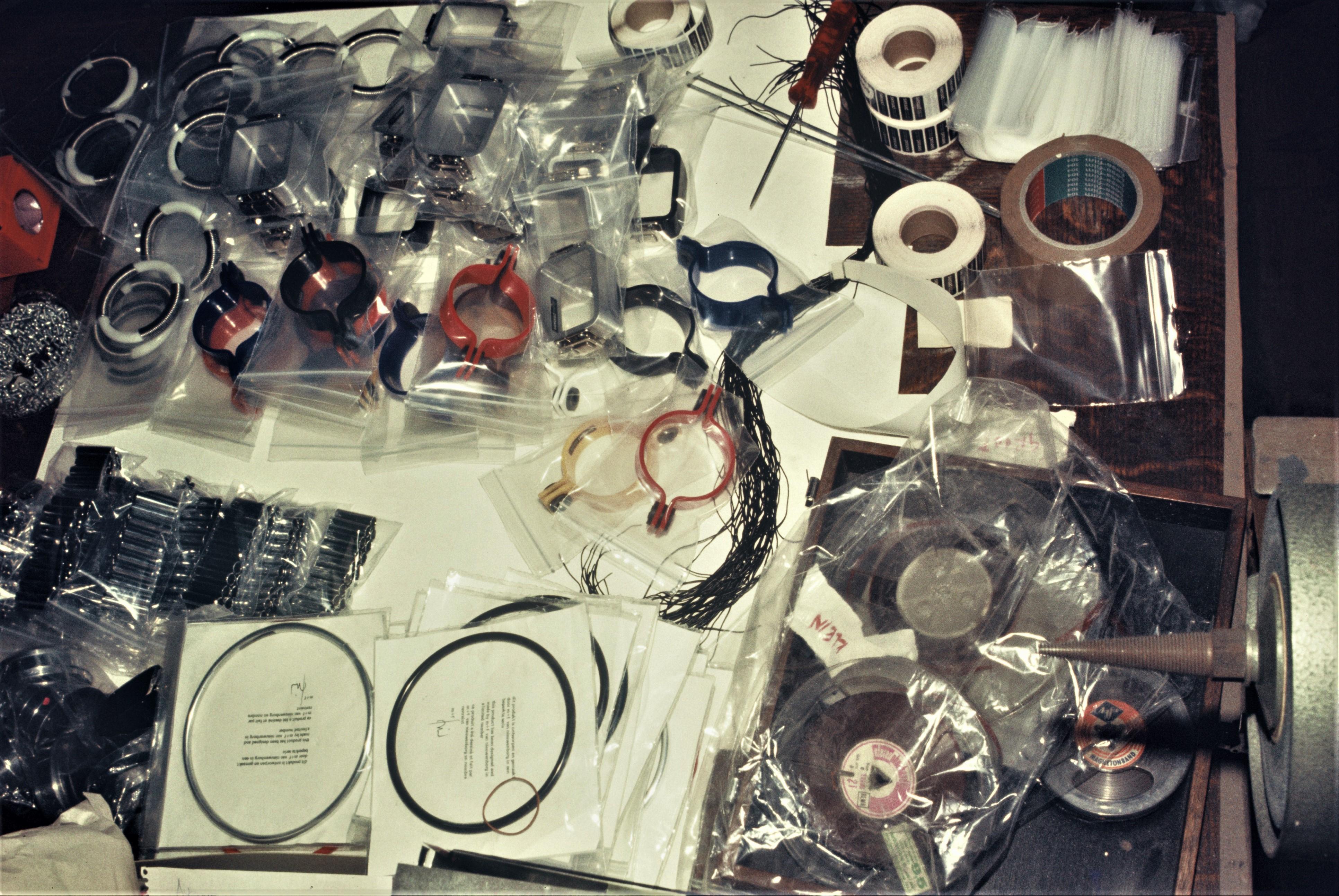 Serie Sieraden, 1973, armbanden, halssieraden, kunststof, metalen