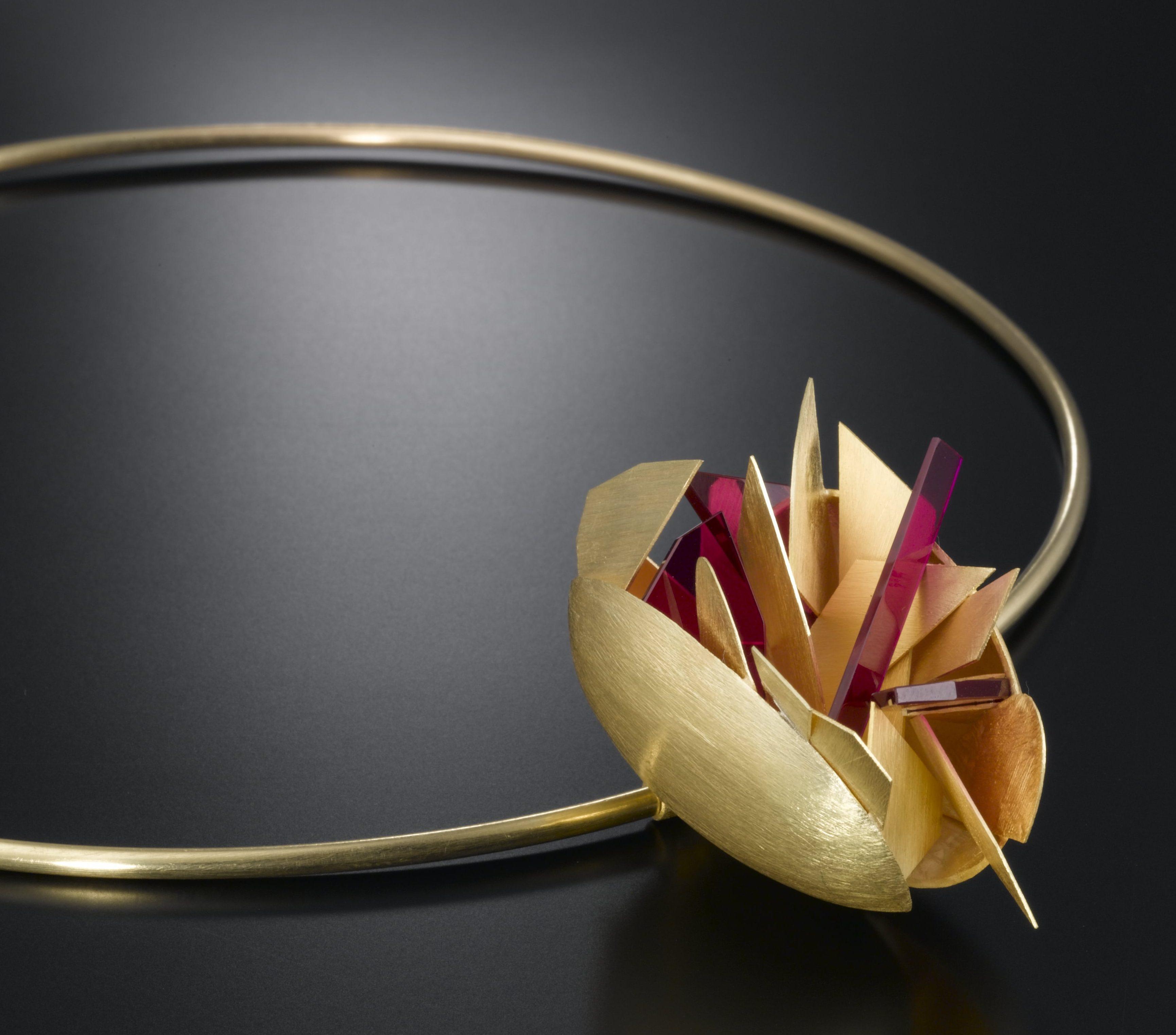 Alberto Zorzi, La Città, halssieraad, 2007, goud, synthetische robijnen