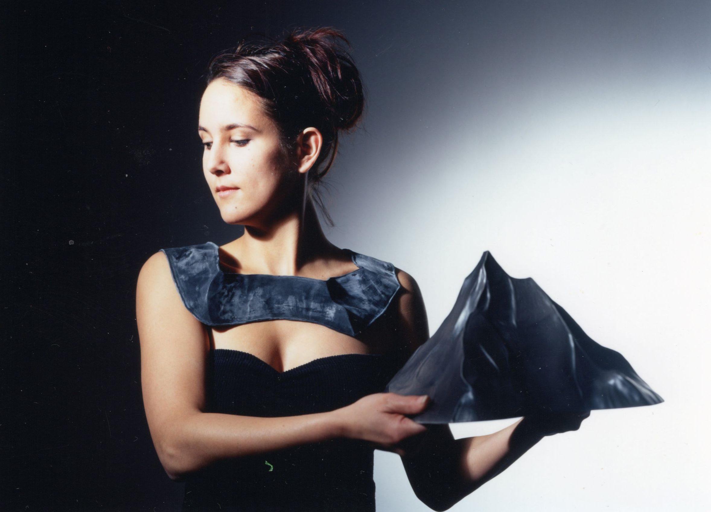 Maria Hees, halssieraad, 2001, rubber