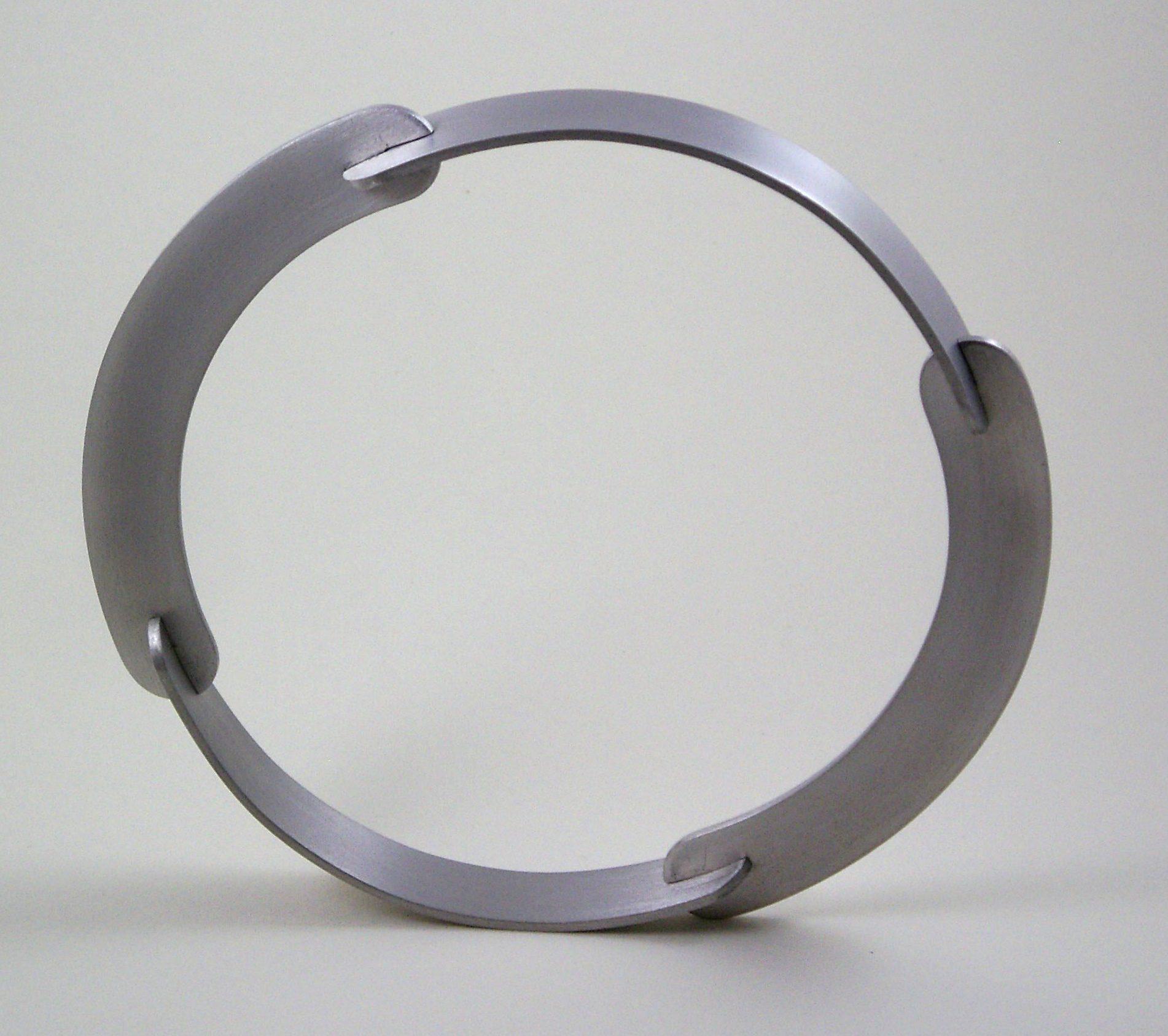 Arthur de Rijk, halssieraad, 1979. Particuliere verzameling, aluminium, VIVA-galerie
