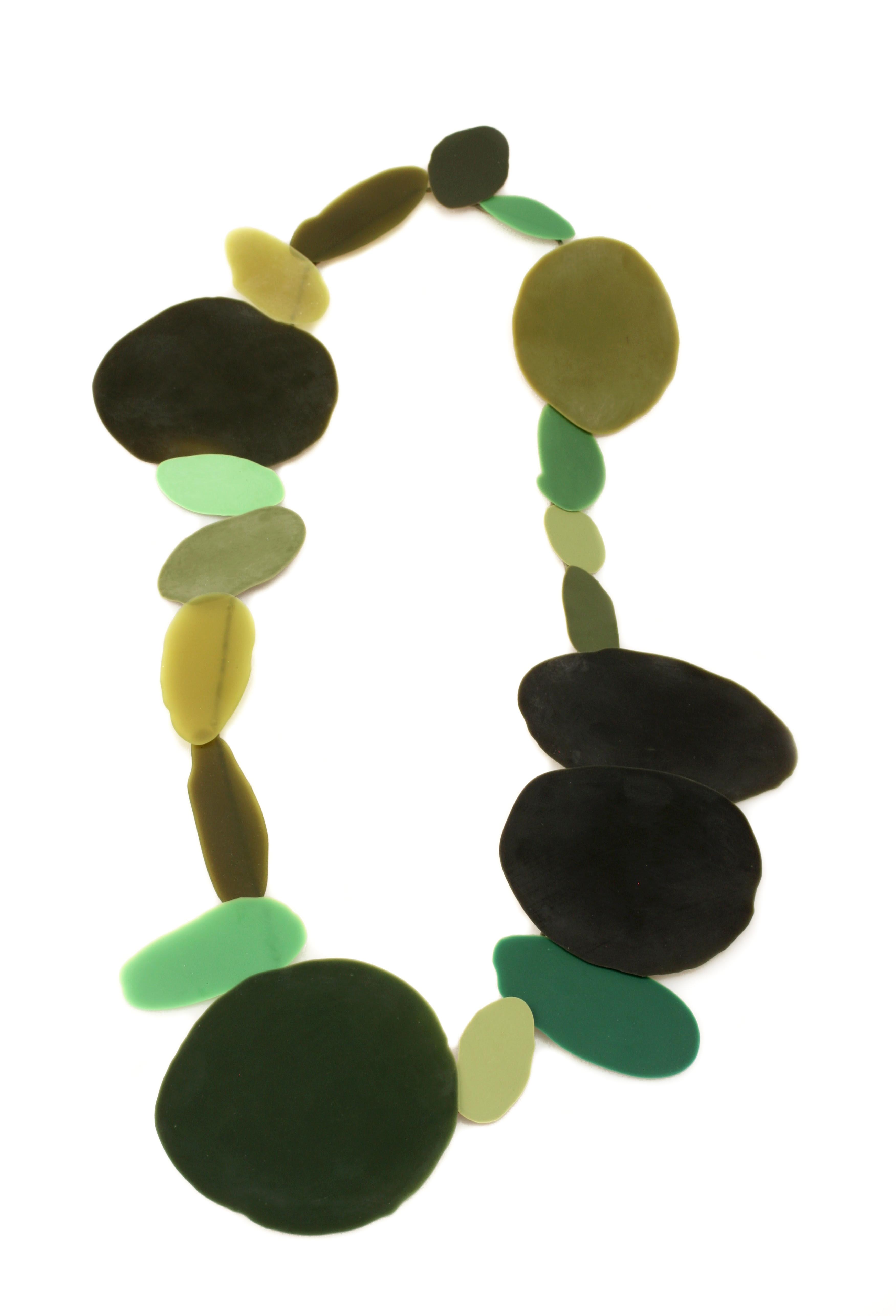 Ela Bauer, halssieraad, 2020, kunsthars, jade, pigment