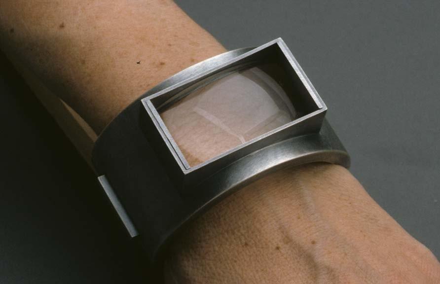 Sondra Sherman, Skin, armband, 2000