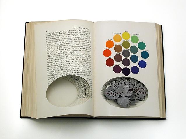 Sondra Sherman, Art in Everyday Life, broche, 2010-2020, papier, staal, nagellak