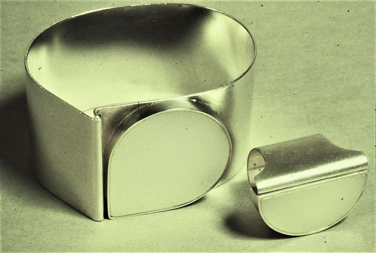 Bruno Ninaber van Eyben, armband en ring, 1973, zilver, acrylaat