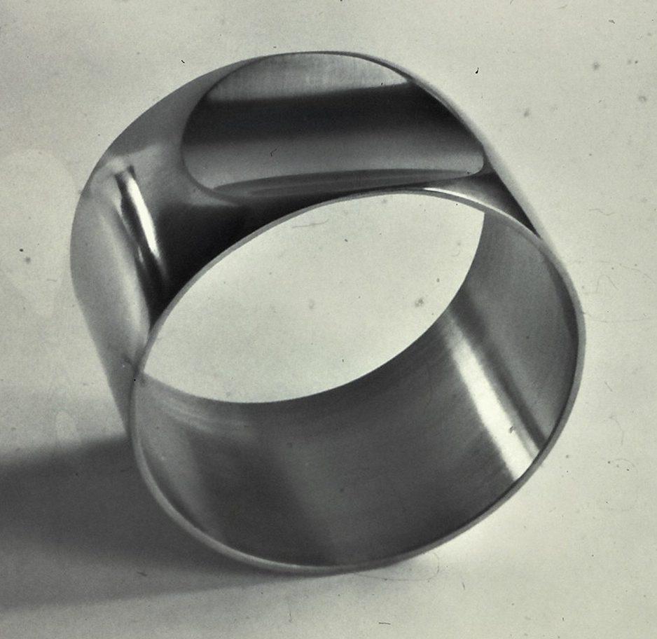 Emmy van Leersum, armband, 1968, roestvrij staal