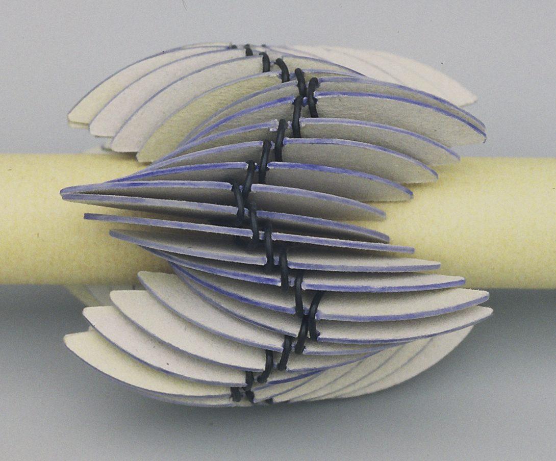 Lous Martin, Zigzag, armband, 1995, karton
