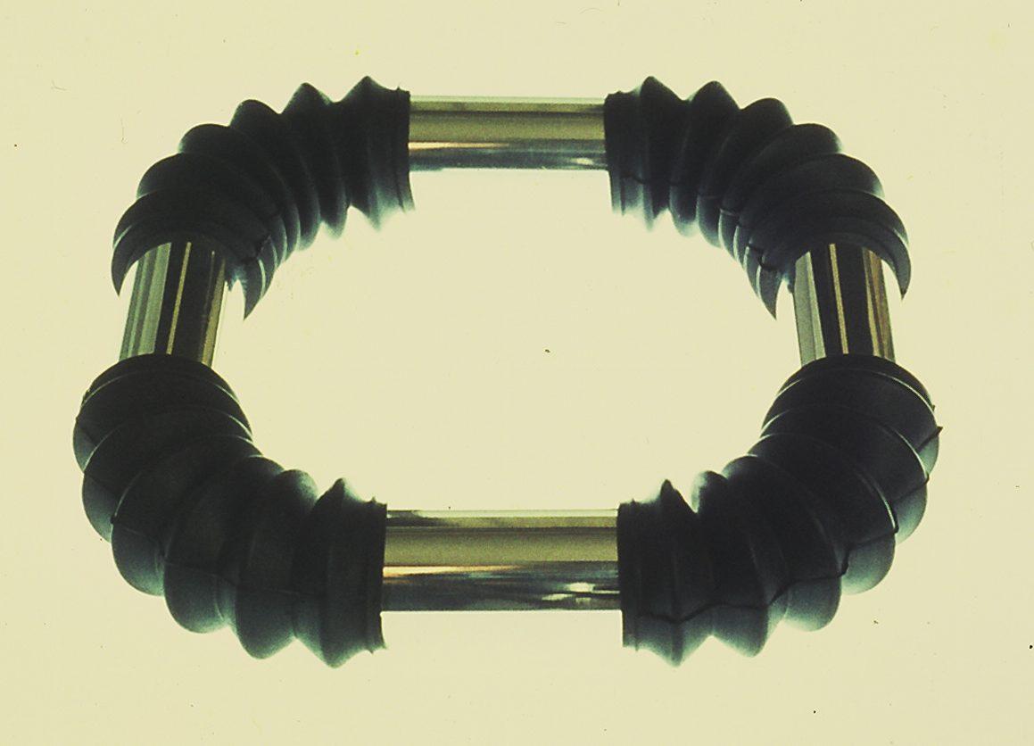 Ruudt Peters, halssieraad, 1972, roestvrij staal, rubber