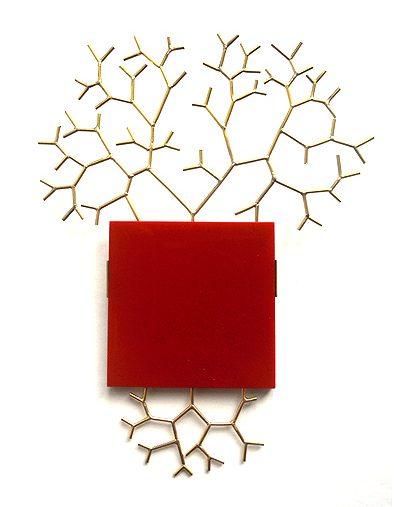 Paula Crespo, Red Square Brooch, broche, 2013, goud, gereconstrueerd koraal