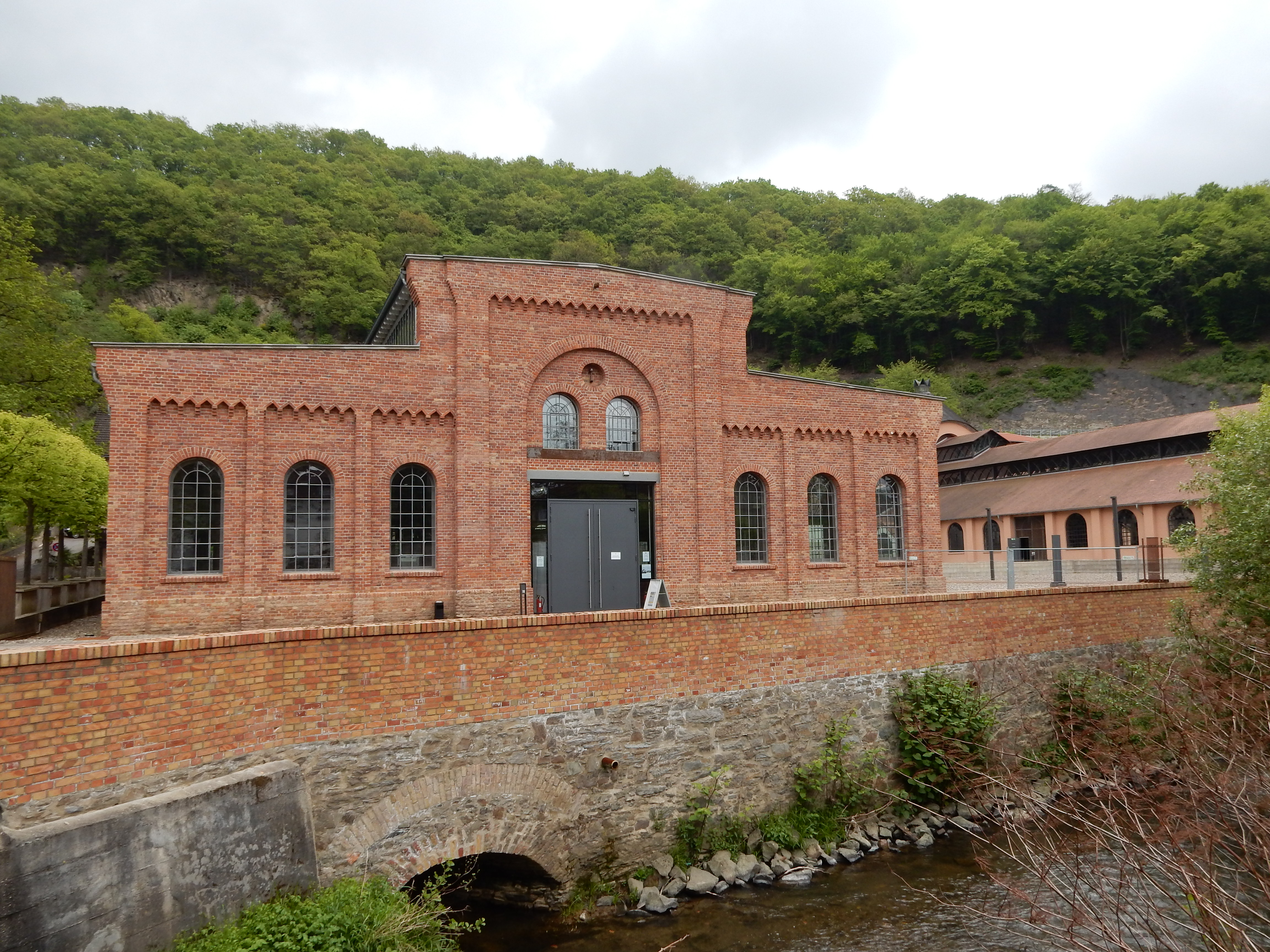 Rheinisches Eisenkunstguß-museum, Sayn. Foto Coert Peter Krabbe, mei 2019, exterieur, gevel