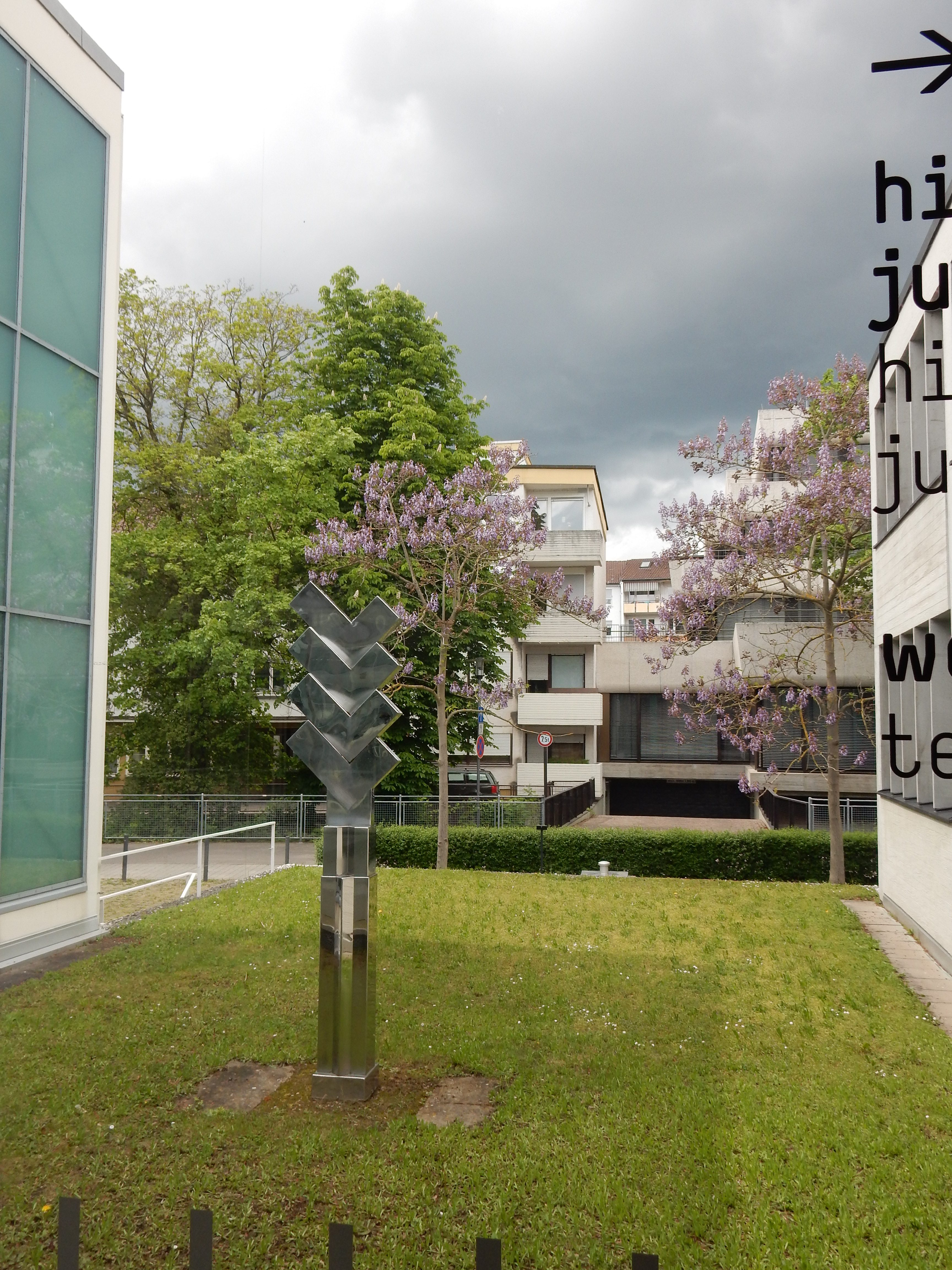 Schmuckmuseum Pforzheim, 11 mei 2019. Foto Coert Peter Krabbe, tuin, gevel, exterieur