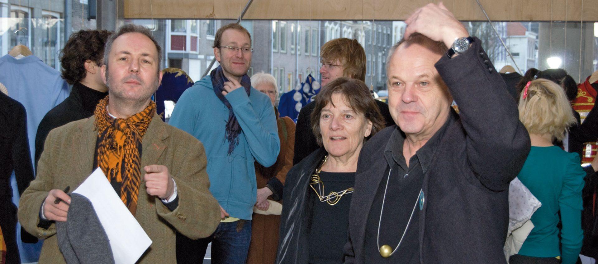 Effe kijken, Hans Stofer, Marie-José van den Hout, en Otto Künzli, Overcoat, RCA, Galerie Marzee, 2009, portret