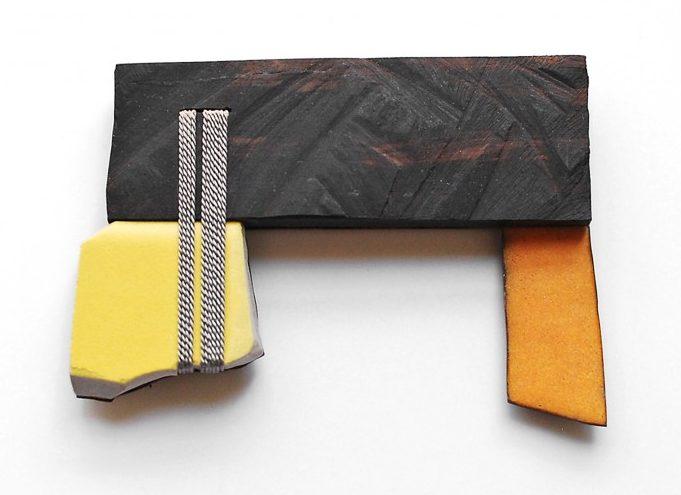 Danni Schwaag, Jakop I, broche, 2010, ebbenhout, email op koper, tegel, ziver, staal, zijdelint