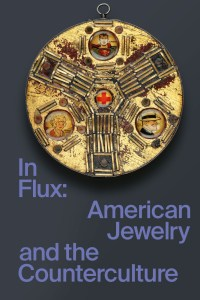 In Flux : American Jewelry and the Counterculture, boekomslag, 2020, J. Fred Woell, The Good Guys, 1966, hanger, hout, staal, koper, kunststof, zilver