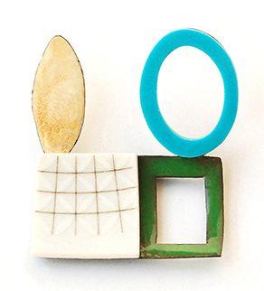 Danni Schwaag, Blu Men III, broche, 2011, email, koper, plastic, goud, porselein