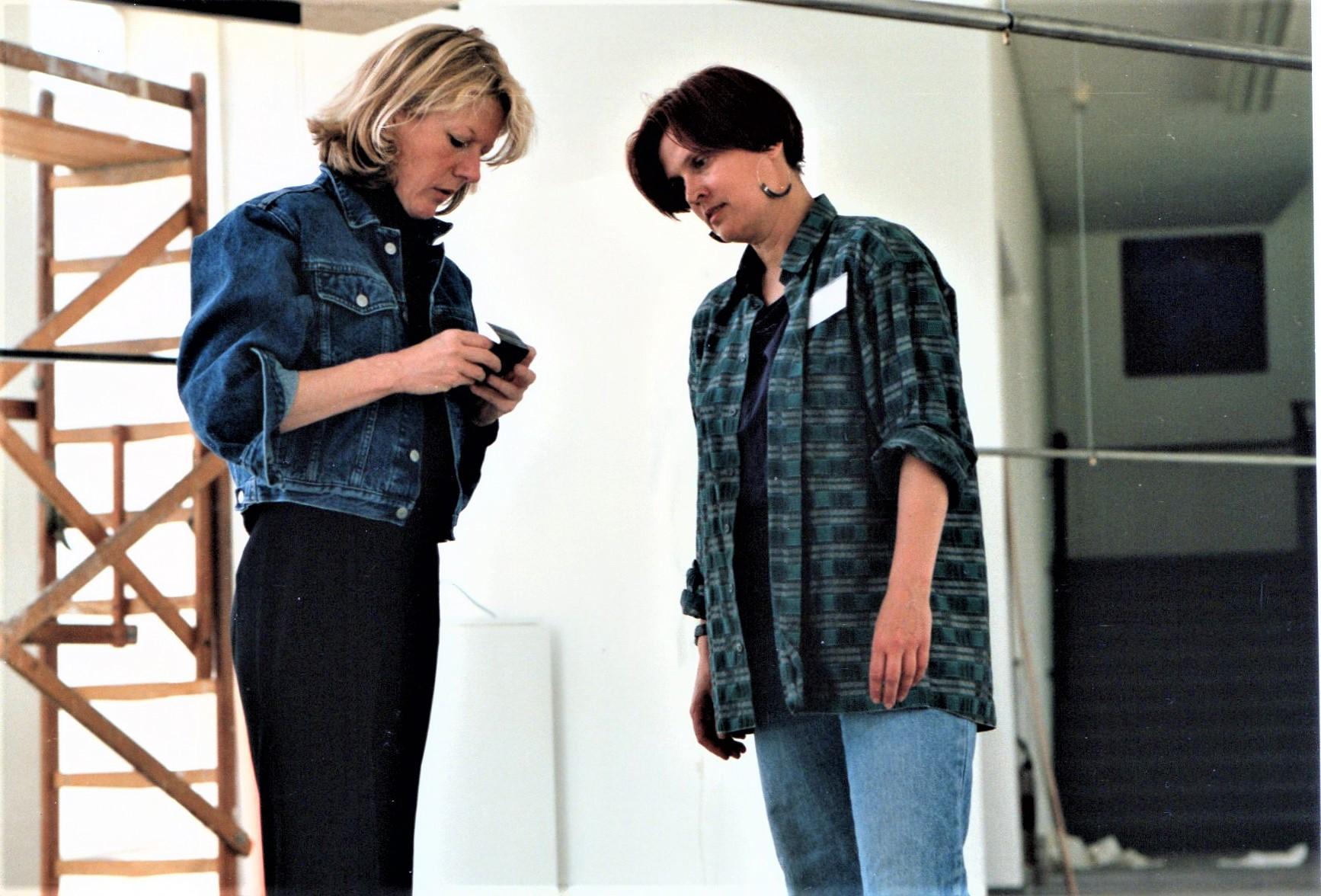 Inrichting View Review, Stedelijk Museum, 1991. Charlotte van der Waals en Suzanne Esser. Foto met dank aan Lous Martin