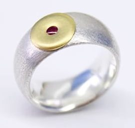 Godwin Baum, ring, 2015, zilver, goud, robijn
