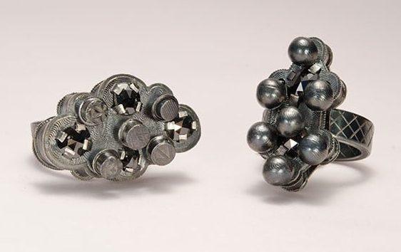 Helen Britton, ringen, 2013, zilver, diamant