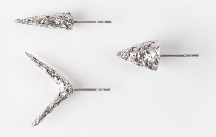 Kiko Gianocca. Killing Time Earrings, oorsieraden, 2019, rhodium plated zilver
