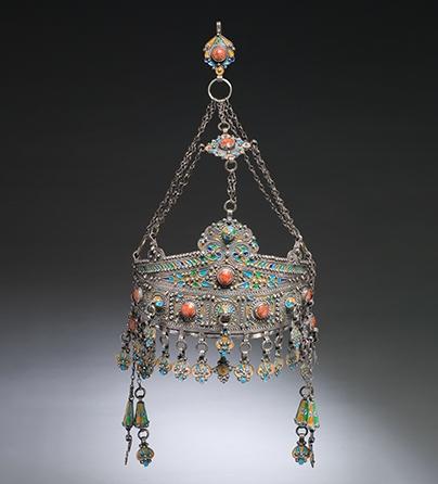 Sieraad, Marokko, 1900-1999. Collectie World Jewellery Museum, zilver, email, koraal