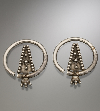 Oorsieraden, Vietnam, 1900-1999. Collectie World Jewellery Museum, zilver