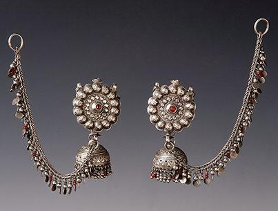 Sieraden, India, 1900-1999. Collectie World Jewellery Museum, zilver, glas